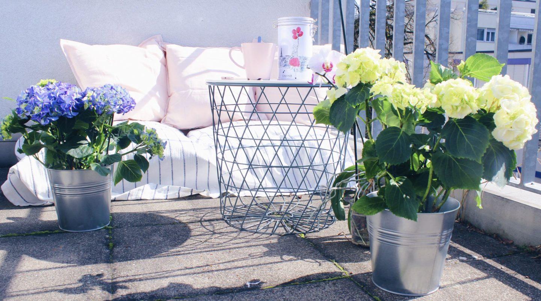 tipps f r einen sch nen balkon mit pflanzen und m beln von ikea schweiz. Black Bedroom Furniture Sets. Home Design Ideas